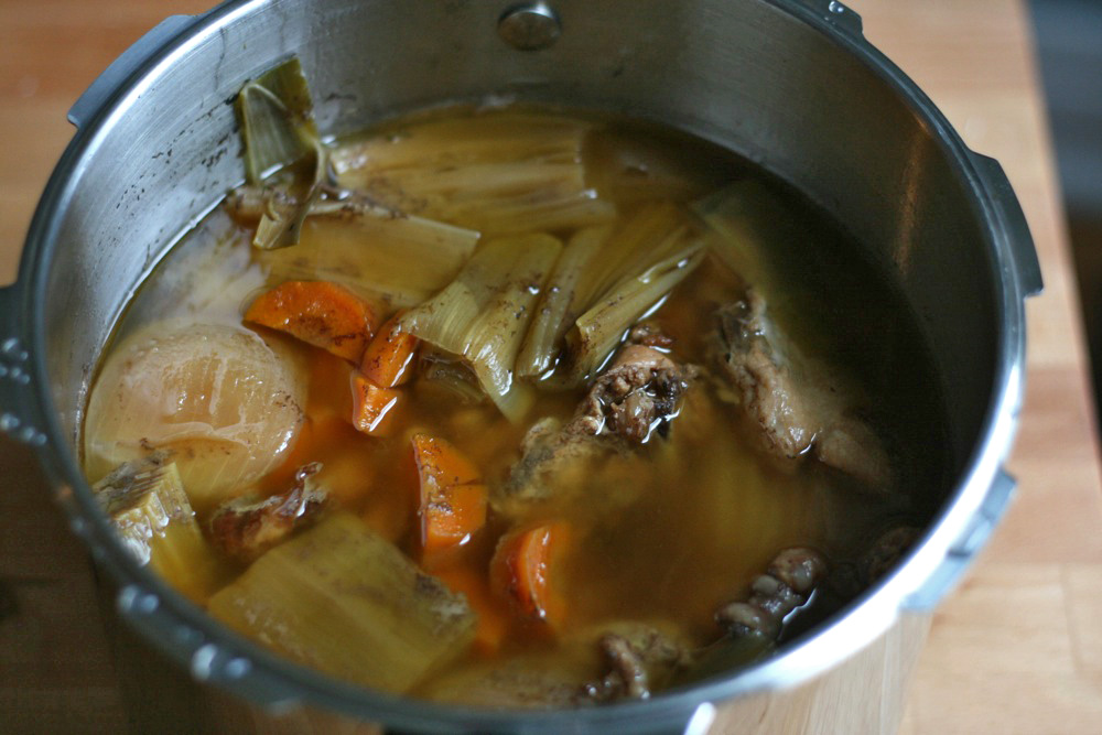 pressure cooker chicken stock 1